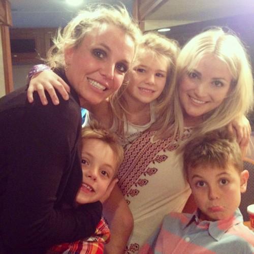 Бритни Спирс с сестрами и сыновьями