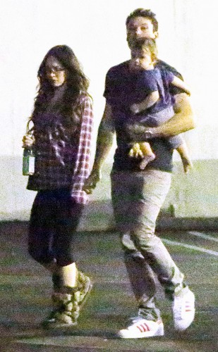 Меган Фокс со своим семейством была замечена в Лос-Анджелесе