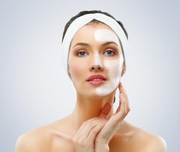 Салициловая кислота, содержащаяся в аспирине, успокаивает кожу