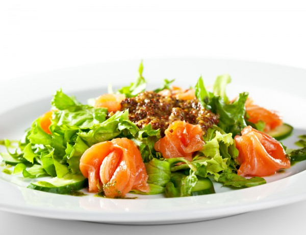 Рецепт                  Новогодние рецепты: Праздничный салат из форели и огурцов