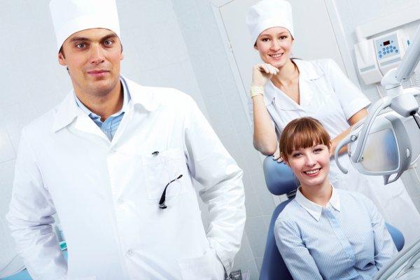 Стоматологи не рекомендуют чистить зубы сразу после еды