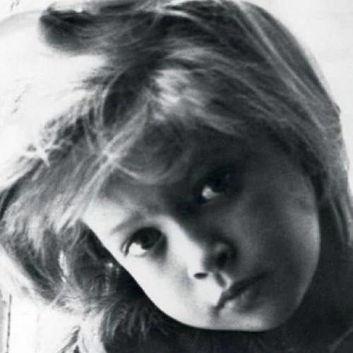 Брежнева показала детское фото