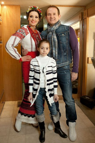 Виктор Медведчук с Оксаной Марченко и дочкой Дашей