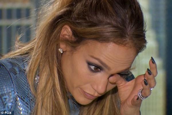Дженнифер Лопес расплакалась, когда уличный музыкант исполнял свою песню