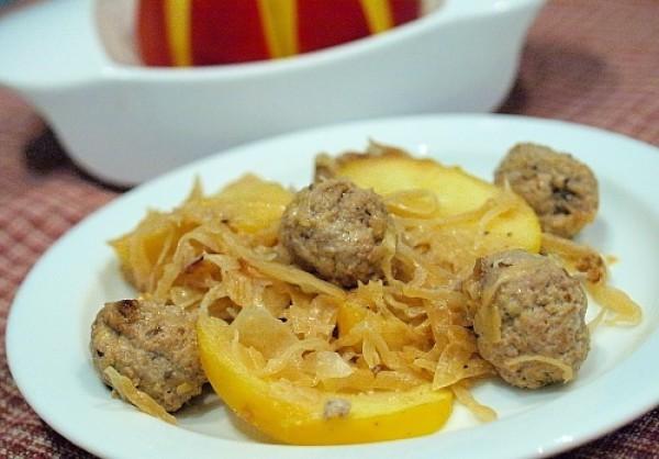 Рецепт                  Тушеная капуста с фрикадельками