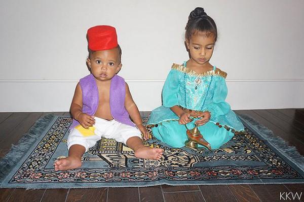 Кардашьян показала грудь вкостюме принцессы Жасмин