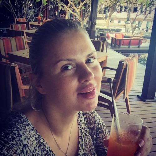 Анна Семенович показала лицо без макияжа