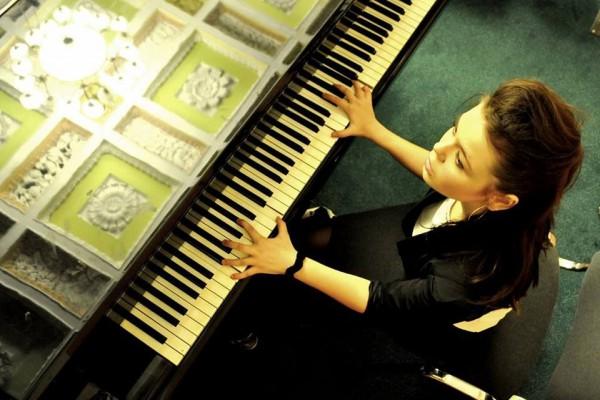 Свой 20-й день рождения певица отмечает в Беларуси, где она сейчас задействована в съемках фильма