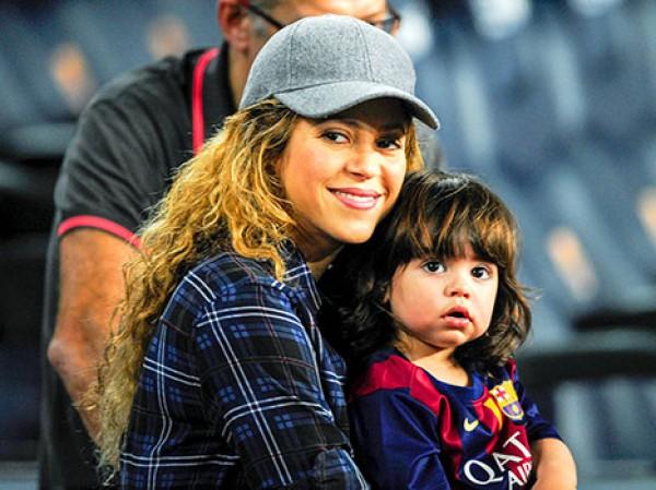Шакира с сыном на футболе