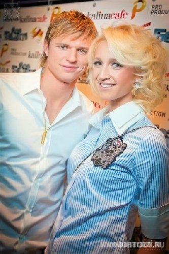 Ольга Бузова и Дмитрий Тарасов решили отложить свадьбу