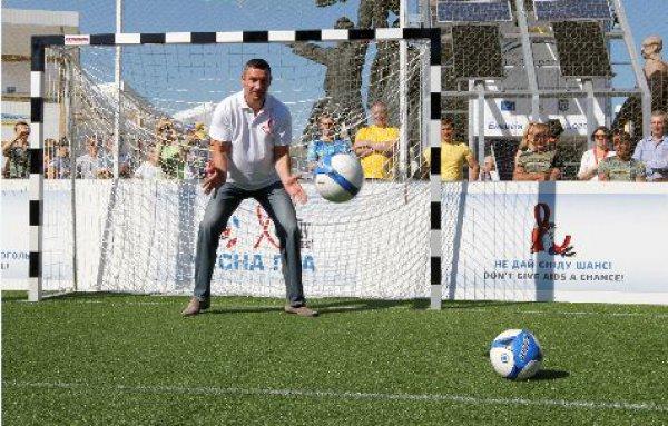 Виталий Кличко на выходных сыграл в футбол