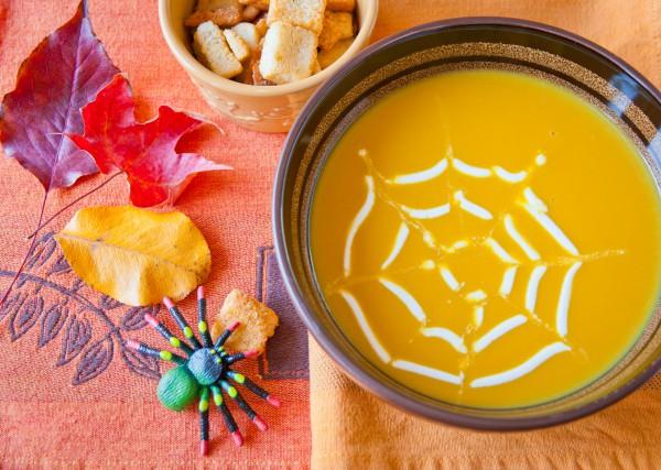 Рецепт                  Рецепты на Хэллоуин: Тыквенный суп Паутинка