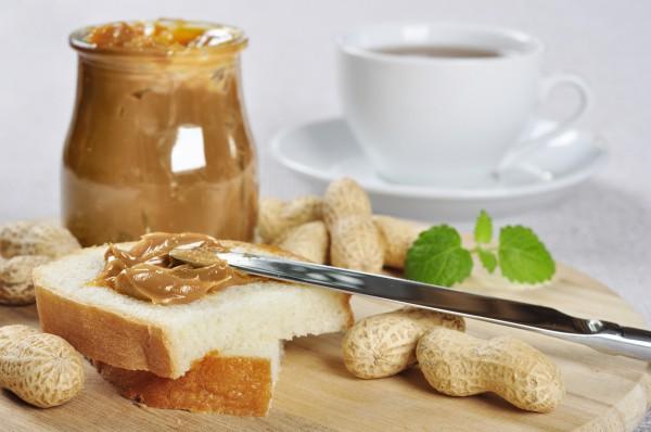 Тосты с арахисовым маслом