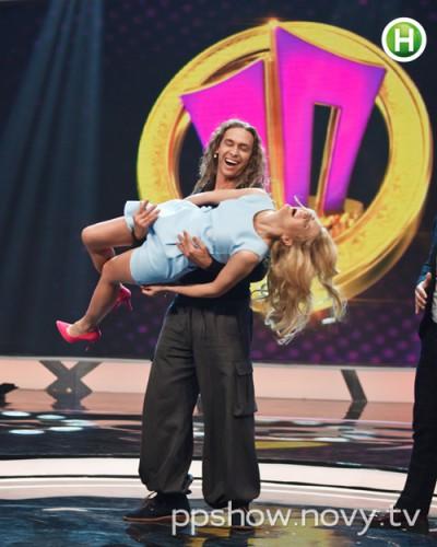 Тарзан смутил Леночку откровенным танцем