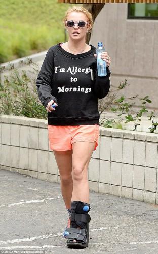 Бритни Спирс объяснила причину своего падения на концерте в Лос-Анджелесе