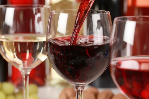 Никогда не выливайте оставшееся вино. Его можно заморозить и использовать в различных блюдах и соусах