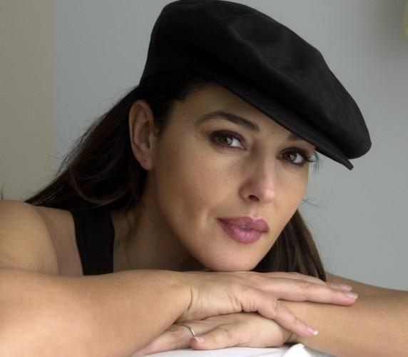Моника Белуччи большое внимание уделяет увлажнению своей кожи