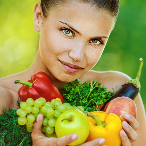 Авокадо содержит витамины красоты А, В6, Е, С и К, полезные для наших волос, кожи и ногтей