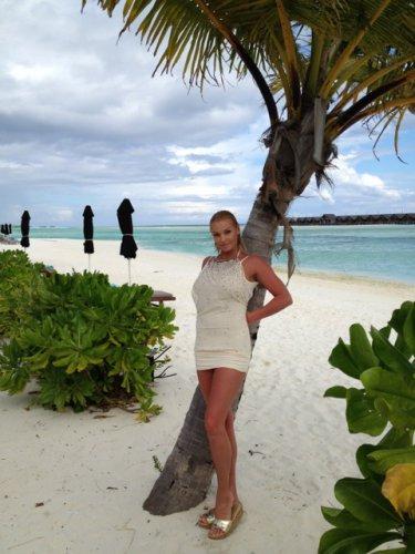 Анстасия Волочкова продолжает выкладывать в свой блог фото, сделанные на Мальдивах