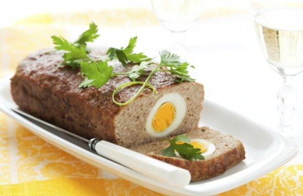 Рецепт                  Пасхальный рецепт: Мясной рулет, фаршированный отварными яйцами