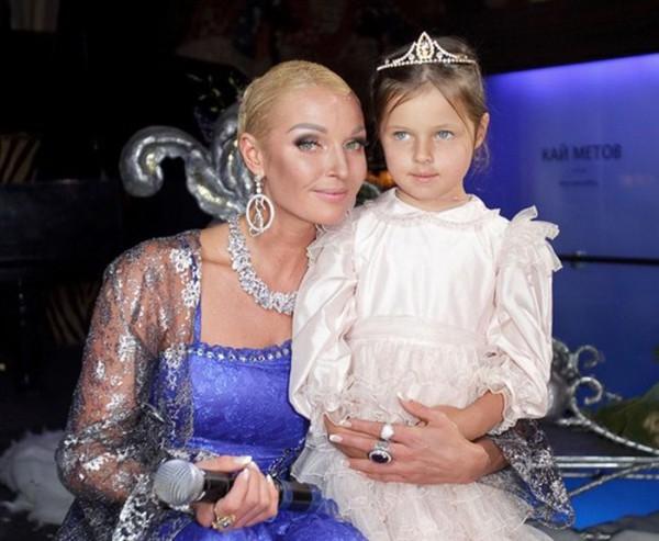 Дочь Анастасии Волочковой скучает по маме