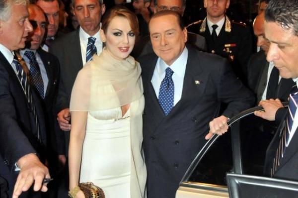 28-летняя Франческа Паскале и 77-летний Сильвио Берлускони