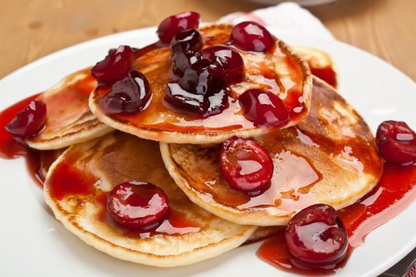 Рецепт                  Оладьи с вишневым соусом