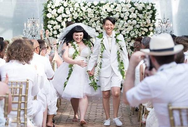 Бет Дитто вышла замуж