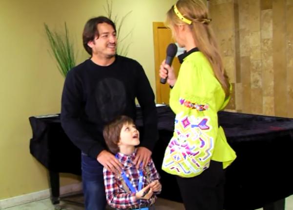 Сергей Притула с сыном Димой на интервью у Осадчей