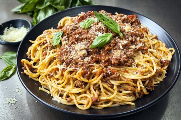 Спагетти с соусом болоньезе – традиционное итальянское блюдо