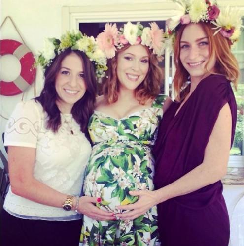 Алисса Милано с подругами на праздновании Baby Shower