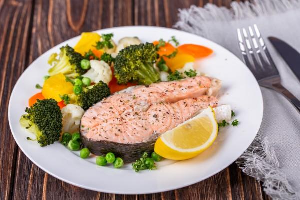 Рыба на пару готовится очень просто
