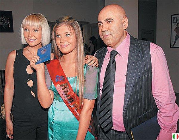 Валерия со своей дочкой и мужем