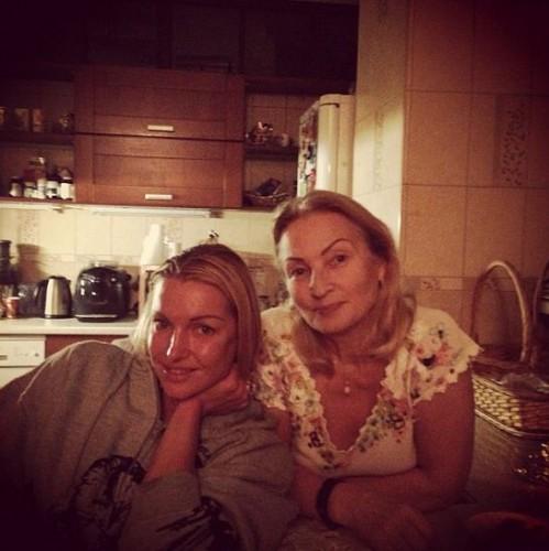 Анастасия Волочкова (слева) с мамой Тамарой