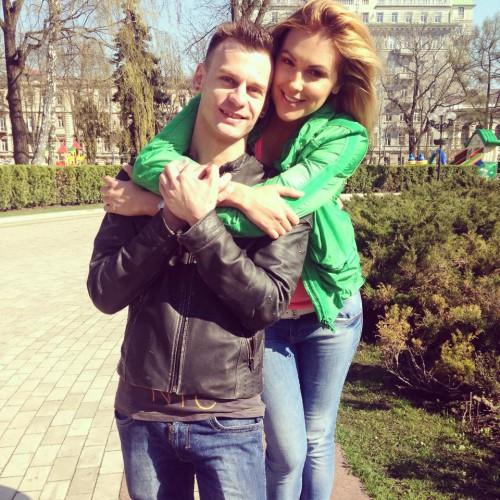 Яна Клочкова показала фото с таинственным незнакомцем