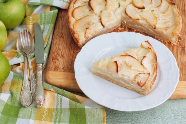 Пирог с яблоками и сливками