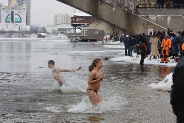 В Киеве много мест, где можно покупаться на Крещение 2015