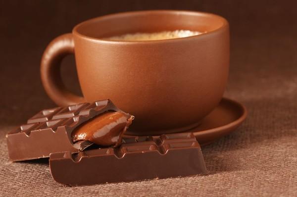 Черный шоколад поднимает настроение