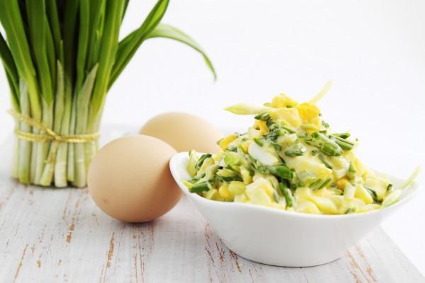 Яичный салат с луком