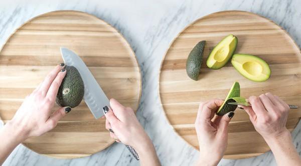 Как правильно разрезать авокадо