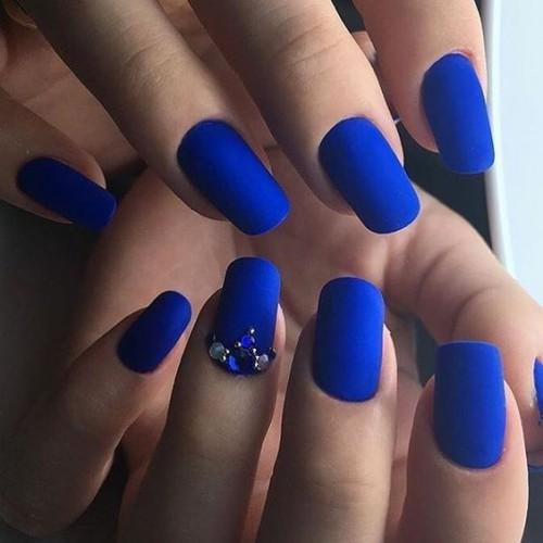 Модный маникюр в синем цвете: Лучшие идеи с дизайном