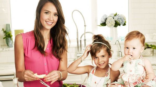 Джессика Альба со своими дочерьми Онор и Хэвен.