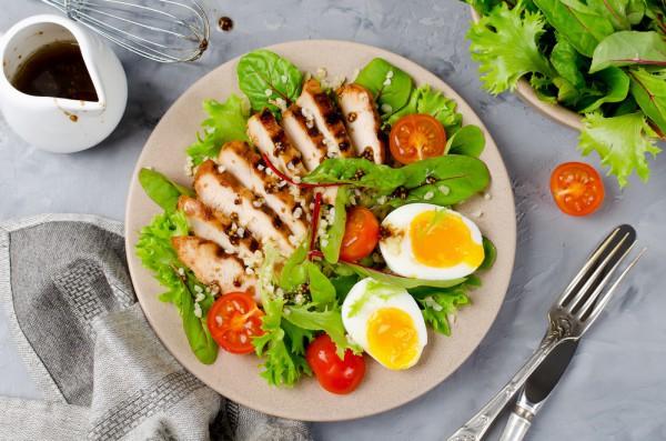 Летний салат из курицы