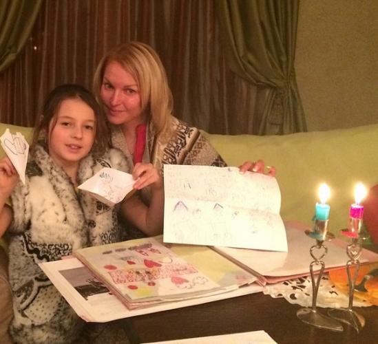 Российская балерина Анастасия Волочкова с дочкой Ариадной