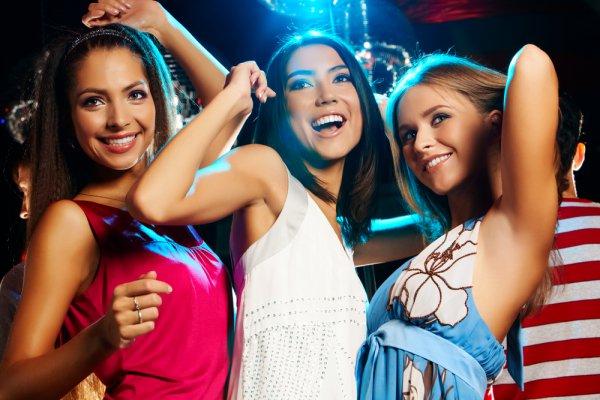 В клубе девушки фото
