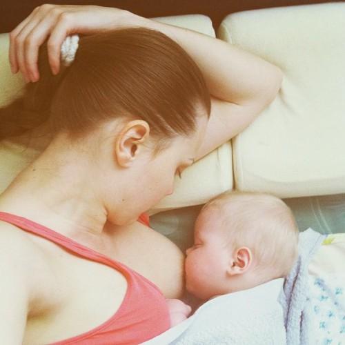 Участница шоу Х-фактор Мария Рак показала, как кормит ребенка грудью