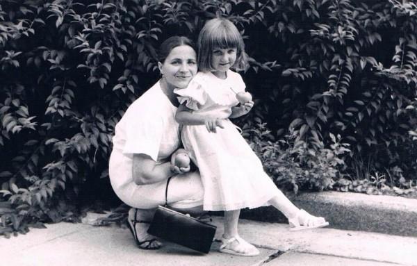 Тоня Матвиенко с мамой