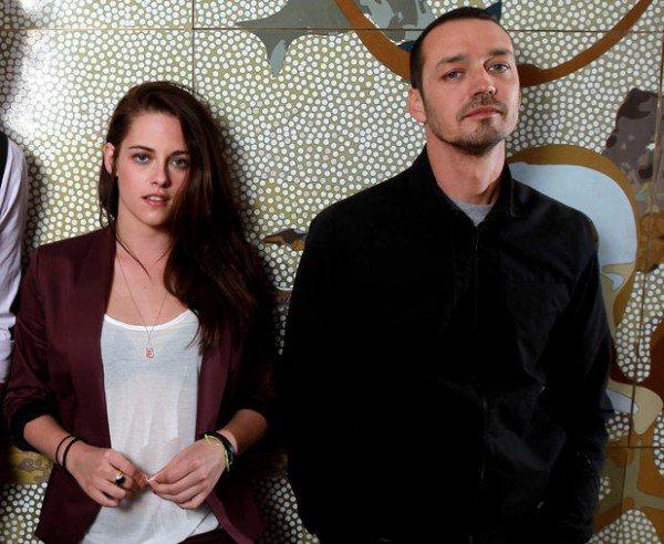 Поклонник пары Кристен Стюарт и Роберта Паттинсона попытался доказать, что фотографии Кристен с Рупертом Сандерсом – подделка