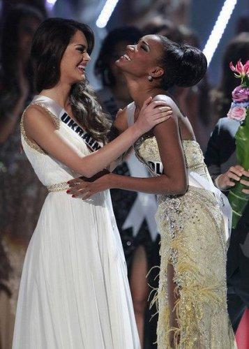 Вице-Мисс Вселенная 2011 Олеся Стефанко и Мисс Вселенная 2011 Лейла Лопес