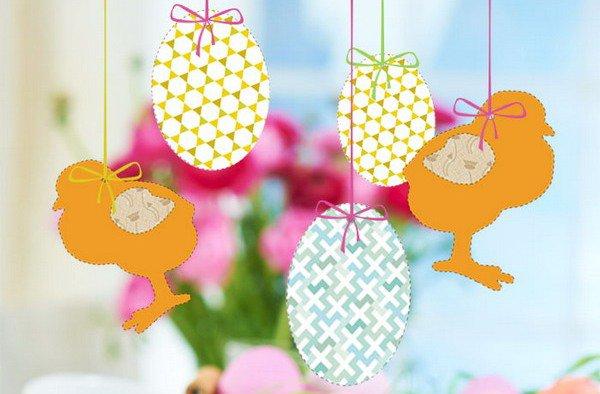 Используй бумажные пасхальные яйца и фигурки цыплят в качестве декоративных подвесок